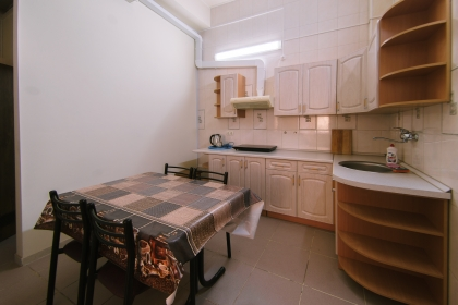 Кухонная зона в апартаментах